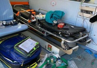 interno ambulanza durante soccorso